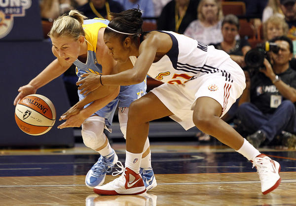 Sky guard Courtney Vandersloot, left, protects the ball from the Sun's Renee Montgomery in the teams' last meeting Sunday.