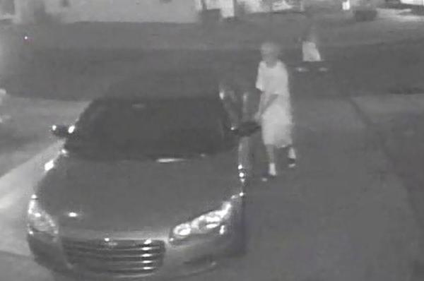 Broward Sheriffs detectives searching for two car burglars