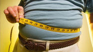 SAN DIEGO - A novel weight loss program helps motivate people to shed pounds by having them bet money that they will reach their goal.