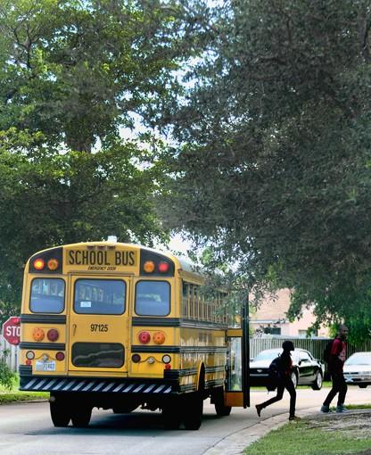 Kids get off a Broward County school bus in Miramar Tuesday afternoon.(Taimy Alvarez, Sun Sentinel)