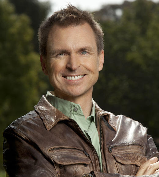 'The Amazing Race 21' cast pictures: Host Phil Keoghan