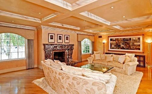 Actress Jennifer Love Hewitt has listed a house in Toluca Lake at $2.895 million.