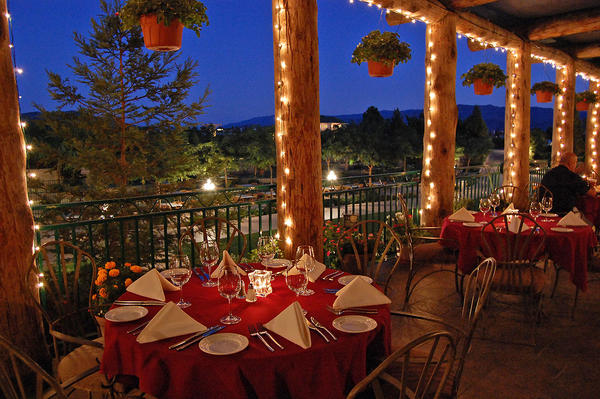 South Coast Winery Resort, TEMECULA, CA: The Vineyard Rose Restaurant provides a Tuscan vibe in California.