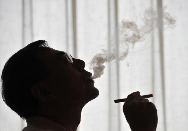 The inventor of the electronic cigarette, Hon Lik, smokes his invention in Beiijng on May 25, 2009.