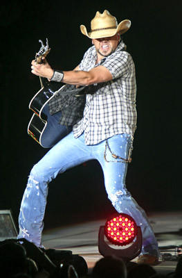 Jason Aldean performs a sold out concert at the Great Allentown Fair on Thursday.