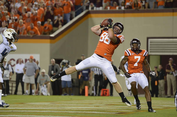 Virginia Tech tight end Eric Martin (86) catches the ball for a touchdown in the first quarter against Georgia Tech at Lane Stadium.