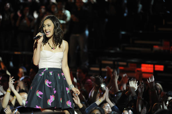 'The Voice' Season 3: 10 things we want to see [Pictures]: Weve seen some staggeringly amazing female vocalists on the first two seasons, from the demure and adorable Dia Frampton (above) in Season 1, to the powerhouse rocker Juliet Simms in Season 2. Sprinkle in a few more women like Season 1s Beverly McClellan and Vicki Martinez, and Season 2s Kim Yarborough -- who all have pipes enough to lay out the plumbing for an entire housing development -- and The Voice certainly has its fair share of female talent. Heck, a few have even been among the shows finalists. But the winners thus far have been men. And thats just not cool. Its about time a lady takes home the win.