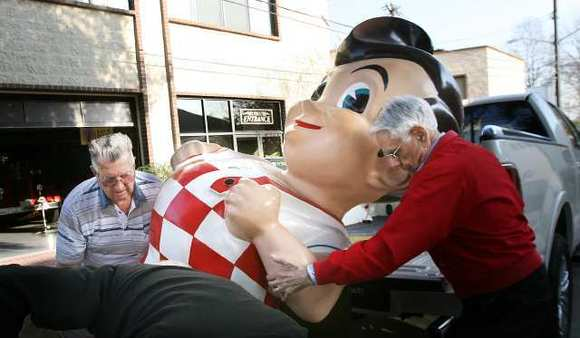 A Bob's Big Boy statue is unloaded to be moved into  the Gordon R. Howard Museum.