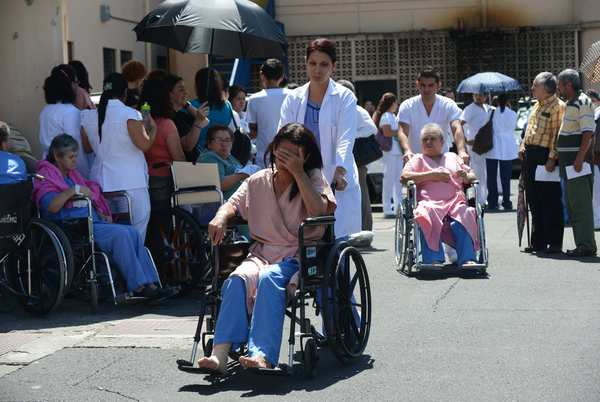 Patients at Calderon Guardia Hospital in San Jose, Costa Rica, are evacuated after the earthquake struck near the Pacific coast.