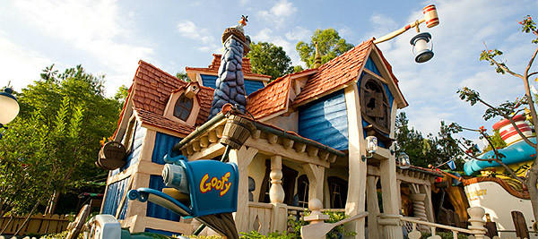 Goofy's Playhouse is unique attraction to Disneyland, although it's simply a play area part of Mickey's Toontown. There was no similar house part of Mickey's Toontown Fair before its removal at the Magic Kingdom to make way for the new Fantasyland.