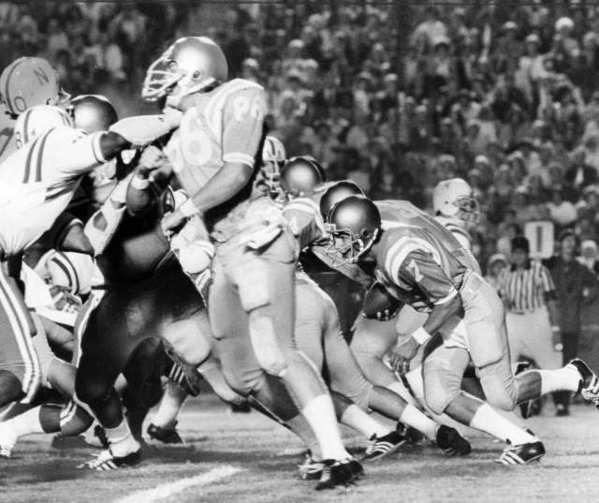 Mark Harmon (7) runs the ball against Nebraska in 1972.