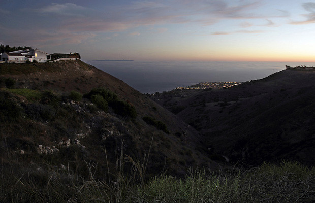 The sun sets on the Pacific Ocean in a view from Del Cerro Park, at the southern terminus of Crenshaw Boulevard in the Palos Verdes Peninsula.(Luis Sinco / Los Angeles Times)
