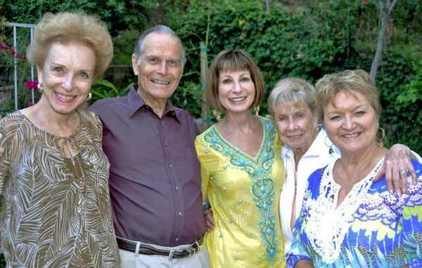 La Canadans found enjoying the Las Candelas summer party are from left, Diane and Newt Russell, Ellyn Semler, Roberta Raffaelli and Diane Endsley.