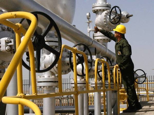 An Iranian technician checks the oil separator facilities in Azadegan oil field, near Ahvaz, in 2008. Iran has managed to keep selling some oil despite U.S. sanctions.