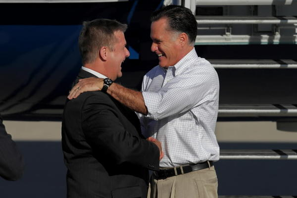 Mitt Romney greets Illinois State Treasurer Dan Rutherford at O¿Hare International Airport.