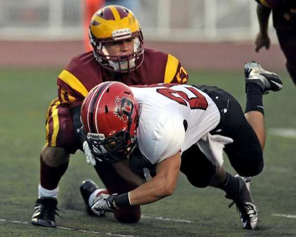 Glendale's Daniel Jung crosses the goal line for a first quarter touchdown against La Canada.