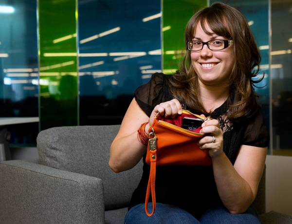 Liz Salcedo is raising funds for her cordless iPhone-charging Everpurse idea on Kickstarter.com.
