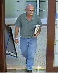 Boca Raton Police are searching for a bank robber who wore no disguise during hold up