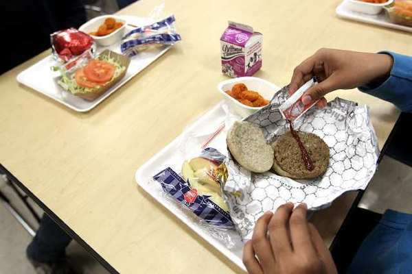 Physicians might eat better if hospital cafeterias served more healthful meals, researchers found. That might help the rest of us, too.