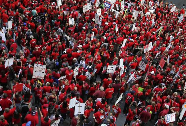 Chicago teachers, parents and other supporters rally in front of the Chicago Board of Education headquarters at 125 S.Clark Street.
