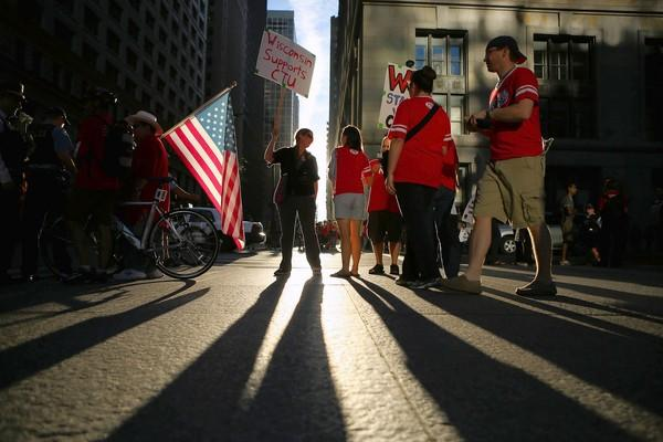 Chicago's teachers strike has drawn disapproving comments from the Republican presidential ticket, which sides with Democratic Mayor Rahm Emanuel on this issue.