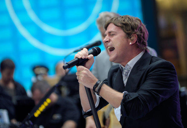 "Rob Thomas of Matchbox Twenty on the set of NBC's ""Today."""