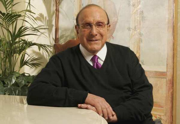 Veteran music mogul Clive Davis will publish a new autobiography in February