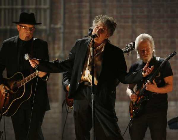 Bob Dylan has blasted critics who have charged that he has lifted words from other writers