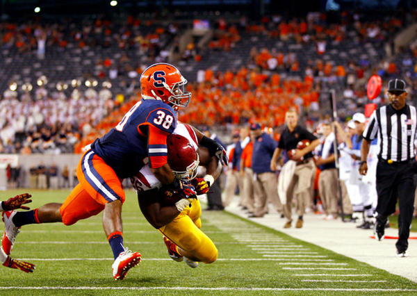 Xavier Grimble scores a touchdown against Syracuse.