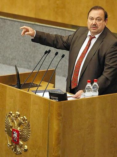 Lawmaker Gennady Gudkov delivers his last speech in the assembly hall before being expelled by the State Duma, which is controlled by President Vladimir Putin's United Russia party.