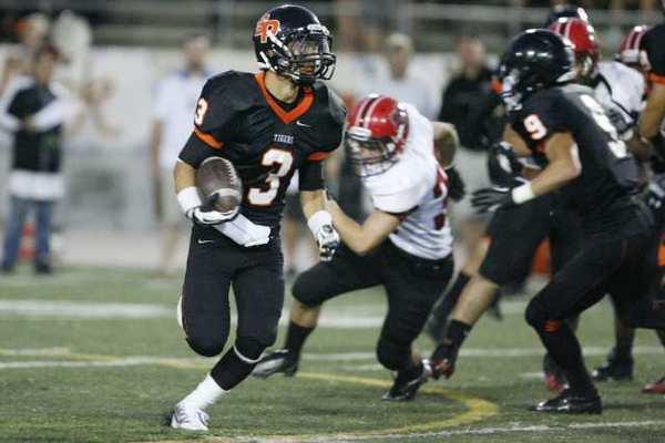 South Pasadena's Nathan Lee runs around the Glendale defense.