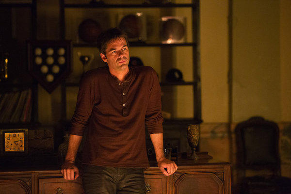 'Revolution' Season 1 photos: Miles Matheson (Billy Burke)