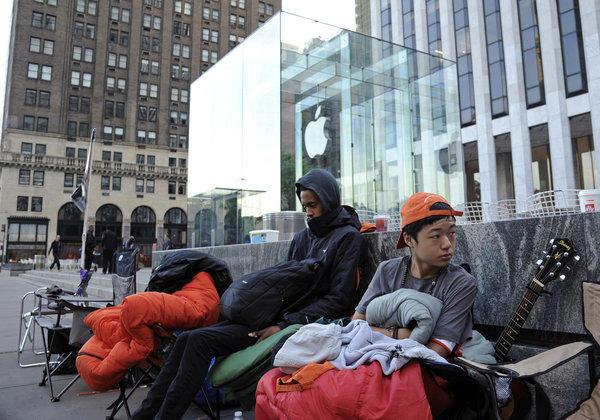People line up in front of the Apple Inc. store on Fifth Avenue in advance of the sale of the iPhone 5 in New York, U.S., on Monday, Sept. 17, 2012. The iPhone 5 is expected to go on sale at stores on Sept. 21. Apple Inc. said pre-orders of its iPhone 5 topped 2 million units in one day.