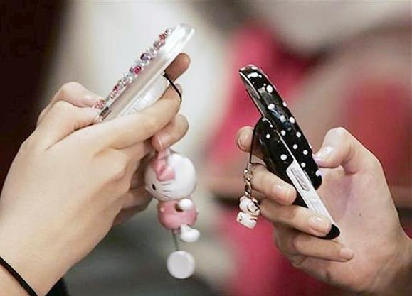 Middle-school girls use mobile phones