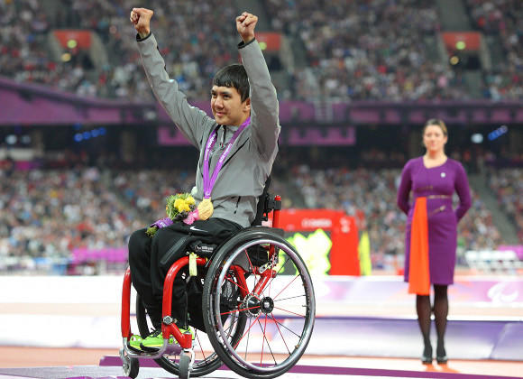 Raymond Martin celebrates his fourth Paralympic gold. (Paul Cunningham - US Presswire)