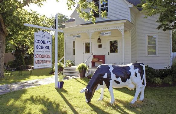 The Savory Spoon shares an 1870s schoolhouse with Janice Thomas¿ artisanal cheese business.