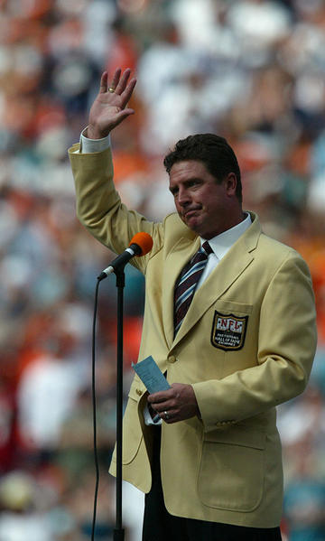 Dan Marino acknowledges the crowd during his halftime ceremony at Dolphins Stadium in Miami Gardens, Sunday Nov.6, 2005 where the Miami Dolphins played the Atlanta Falcons.
