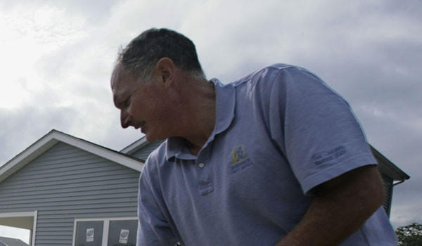 Steve Loren in 2008, doing work with Habitat for Humanity in Lake County. Tribune file photo by David Trotman-Wilkins