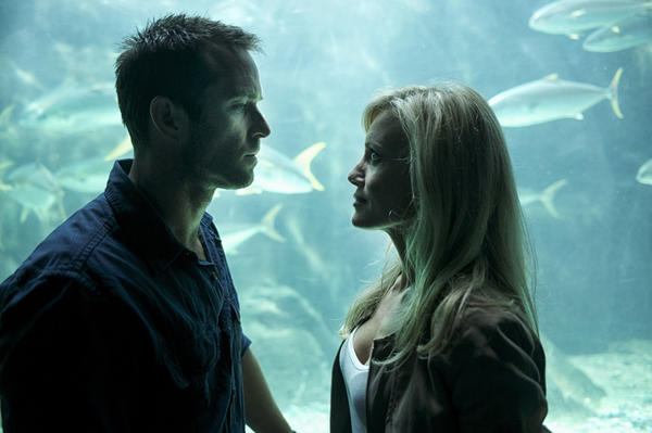 Damian Scott (Sullivan Stapleton) meets with his former CIA boss Christy Bryant (Stephanie Vogt).