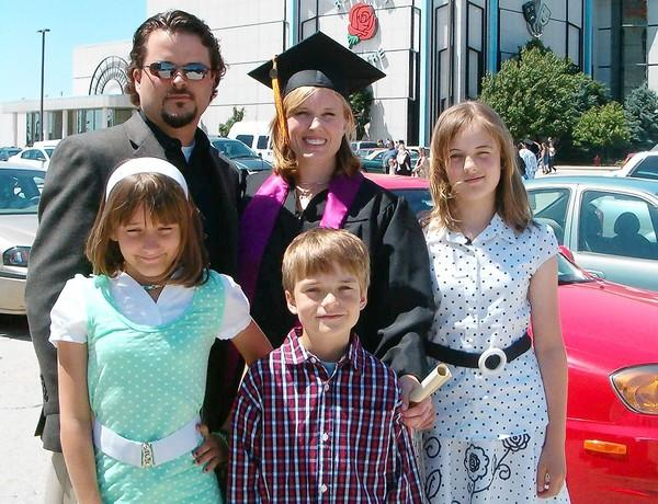 Kimberly Vaughn, 34, center, in June 2007 with husband Christopher Vaughn, left, and their three children, from left, Cassandra Ellen Vaughn, 11, Blake Philip Vaughn, 8, and Abigayle Elizabeth Vaughn, 12.