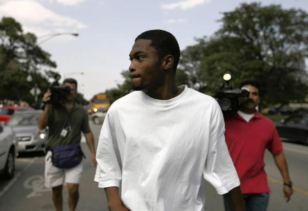 Jason Austin walks away from the Cook County Jail in 2008 after prosecutors dropped all charges against him in the murders a month earlier of off-duty Chicago police Detective Robert Soto and his friend, Kathryn Romberg.