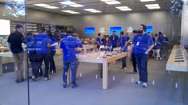 The New Haven Apple Store staff prepare for the crowds.