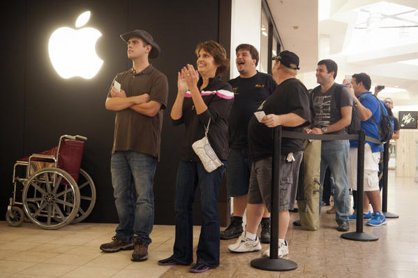 09.20.2012 - Farmington, CT - Customers react to the Apple store in Westfarms Mall opening to sell the iPhone 5. Photograph by MARK MIRKO  |  mmirko@courant.com