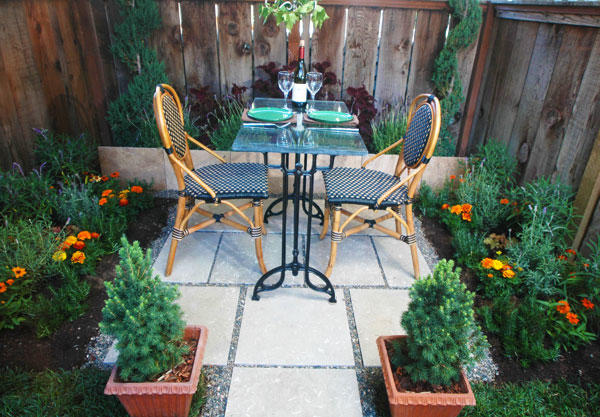 Flooring For Outdoor Parties : Outdoor decorating spice up your flooring this