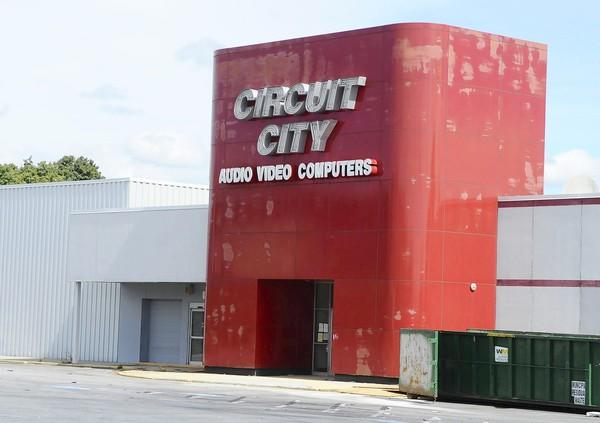 Circuit City, just north of the Lehigh Valley Mall across Grape Street, is being transformed into a buffet and retail space for Habitat for Humanity.