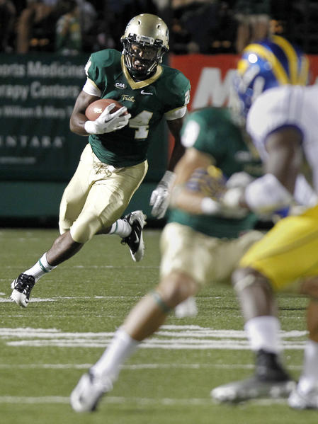William & Mary's Keith McBride II carries the ball during the first quarter of Saturday's game against Delaware.