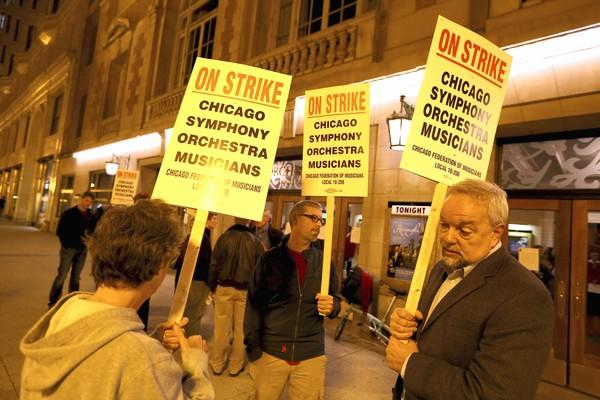 Musicians picket at Symphony Center shortly after a strike canceled Saturday's CSO performance.