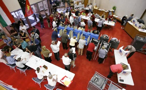 Voters cast ballots in Des Moines on election day in 2008.