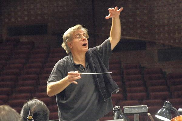 Lawrence Rapchak rehearses with the Northbrook Symphony in 2010 in Northbrook.