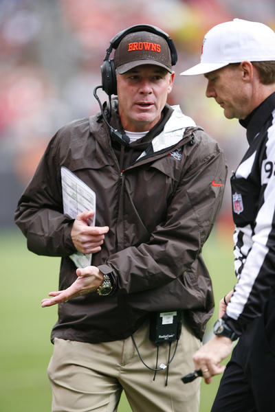 Cleveland Browns head coach Pat Shurmur discussing a call with referee David Scott (92) in the second quarter against the Buffalo Bills at Cleveland Browns Stadium.